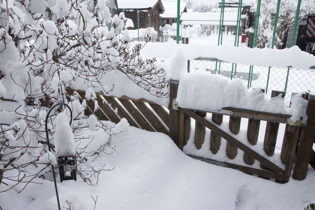 dach gedämmt schnee schmilzt